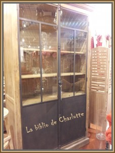 Le bois...d'inspiration indus dans Lin et gris biblio-227x300